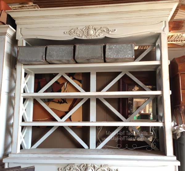 Round Top buffet top hutch