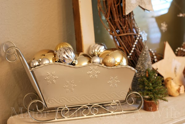 Santa Sleigh in Silver with ornaments