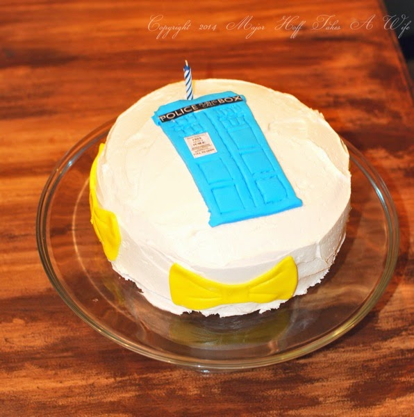 Doctor Who Birthday Cake Make a Tardis out of Fondant Major