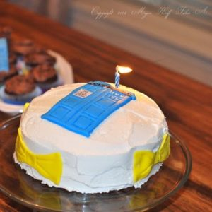 Doctor Who Birthday Cake – Make a Tardis out of Fondant!