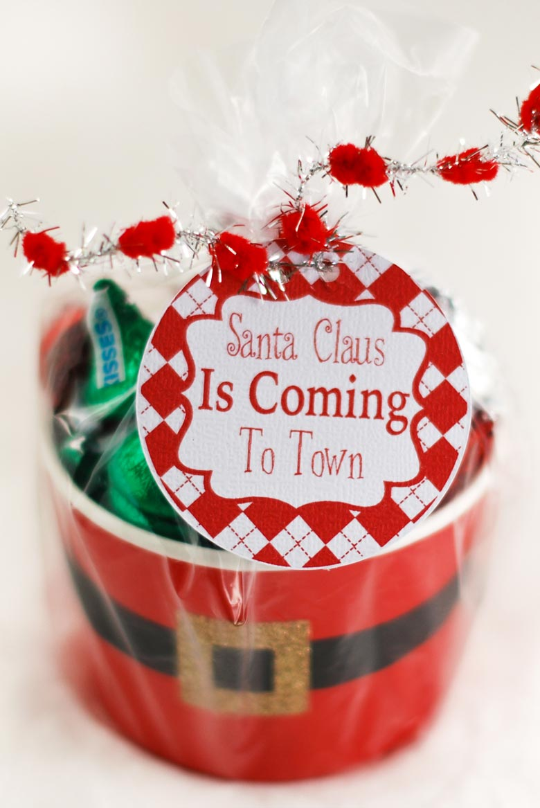 Santa Claus Is Coming To Town Free Printable Gift Labels for Christmas gift giving