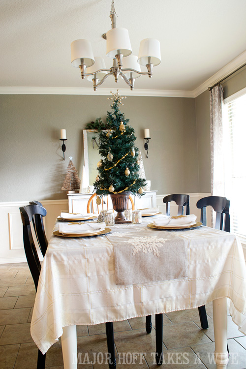 dining room christmas decorating 2014 a delightful dining room holiday tour see how mrs - Christmas Dining Room Table Decorations