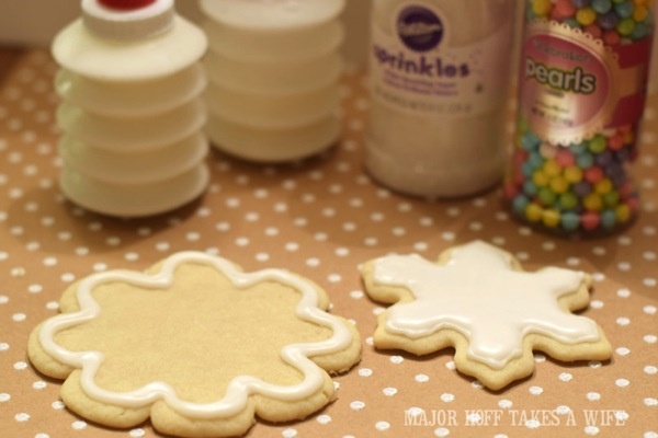 Snowflake Sugar Cookies How to make icing and how to frost.