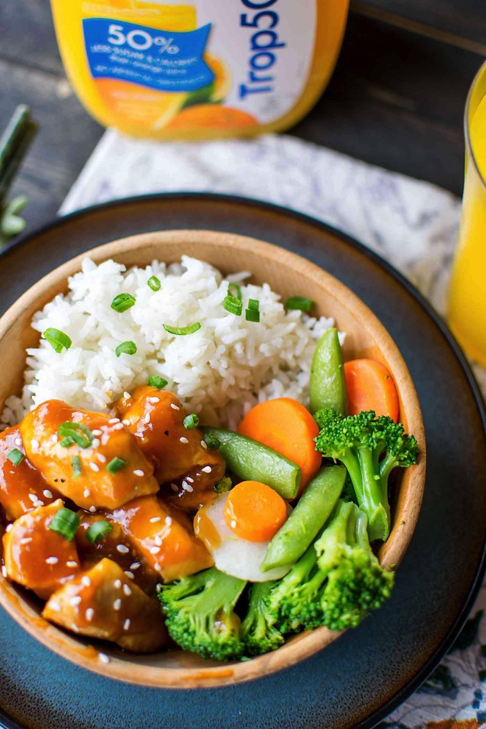 Healthy orange chicken and rice is made in under 30 minutes! Features low calorie orange juice, orange marmalade, soy sauce and fresh chicken breast pieces. #ad #Trop50FreshStart