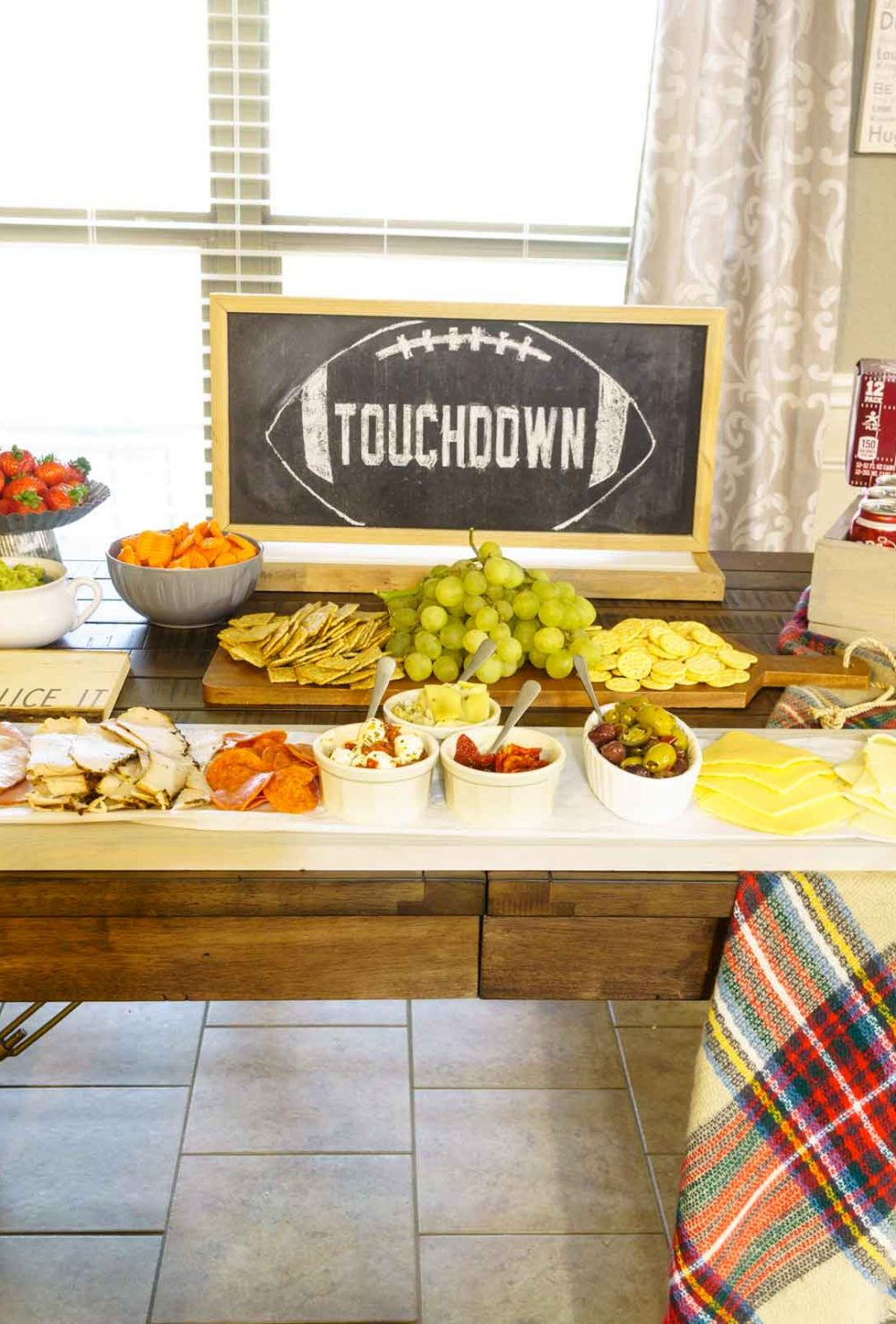 Homegating with Dr Pepper! See how to DIY an oversized cutting board to serve a meat and cheese platter along side Dr Pepper onion & cheddar cheese bread.