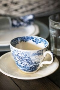 blue-and-white-china-spring-tablescape-27